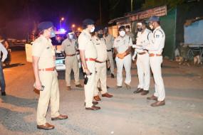 कोरोना कफ्र्यू का पालन कराने गए थाना प्रभारी सहित पुलिस टीम पर हमला, जनपद सदस्य सहित 30 पर एफआईआर