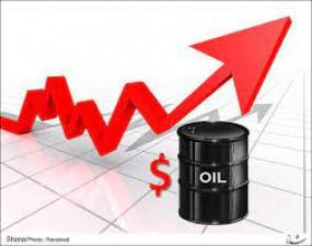अमेरिका में कच्चे तेल का भंडार घटने से कीमतों में 4 फीसदी का उछाल
