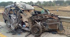ट्रक- कार की भीषण भिड़त, मां-बेटी के साथ चालक की मौत, एक घायल