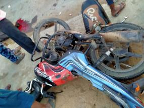 ट्रक ने मारी टक्कर,बाइक सवार चार युवकों की मौत -नेशनल हाइवे पदमी चौराहा की घटना