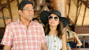 मुंबई में हिना खान के पिता का निधन,परिवार को लगा झटका