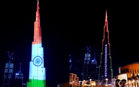 """UAE ने बुर्ज खलीफा पर भारत के लिए लिखा """"स्टे स्ट्रोंग इंडिया"""" कोरोना से लड़ाई के लिए दी शुभकामनाएं"""