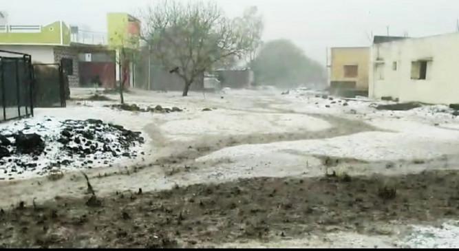 मौसम ने बदली करवट, बीड के इस गांव में दिखा काश्मीर जैसा नजारा, अमरावती में बारिश तो यवतमाल में चली आंधी