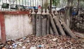 पटना के गर्दनीबाग स्वास्थ्य सेवा केंद्र में कचरे में पड़े थे 36 सिलेंडर, पप्पू यादव का तंज- हमको गिरफ्तार कर लीजिए