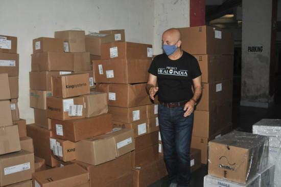 अनुपम खेर ने बढ़ाया मदद का हाथ, फ्री में दे रहे बैगपैक ऑक्सीजन मशीन और वेंटिलेटर्स