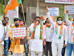 पश्चिम बंगाल में हुए हिंसा के विरोध में भाजपा ने किया प्रदर्शन
