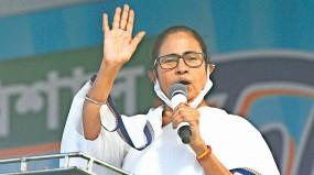 बंगाल हिंसा पर बोलीं ममता बनर्जी- बीजेपी के नेता इधर-उधर घूम रहे हैं, लोगों को भड़का रहे हैं