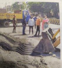 निगम ने जब्त की ललपुर रोड पर रखी निर्माण सामग्री