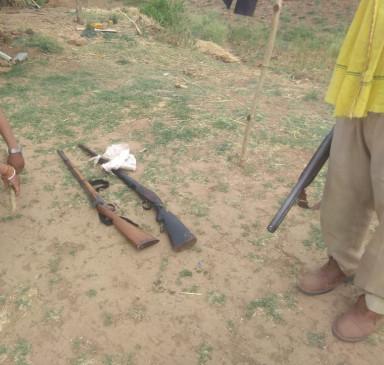 वन विभाग ने छापा मारकर सागौन की लकड़ी सहित दो भरतल बंदूक जब्त की , सगे भाई गिरफ्तार