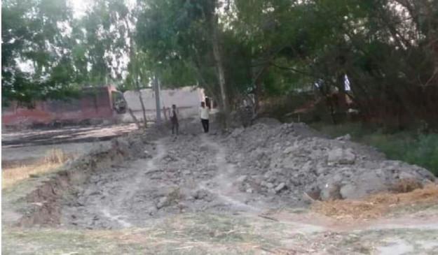 UP Panchayat Election: पंचायत चुनाव में हार से बौखलाया पूर्व प्रधान, गुस्से में जेसीबी से खुदवा दी गांव की सड़क