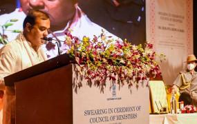 हिमंत बिस्वा के हाथों में असम की कमान, CM पद की शपथ लेने के बाद बोले- लव जिहाद पर किए वादे पूरे करेंगे