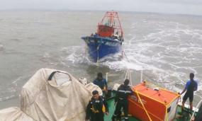 Indian Navy rescue operation: चक्रवात ताउते ने छीनी 60 लोगों की जान, 14 शव बरामद, 63 अभी भी लापता