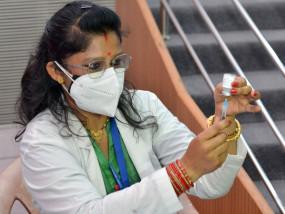 * कोरोना टीकाकरण में सामने आ रहीं अनियमितताएँ -19000 डोज खराब..!