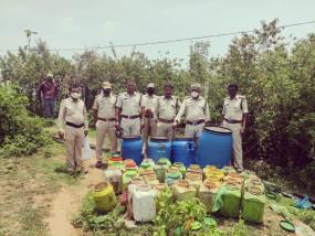 बालाघाट में 2.58 लाख रुपये का महुआ लाहन एवं कच्ची शराब जप्त