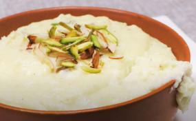 Sweet: सिर्फ आधा लीटर दूध से बनाएं स्वादिष्ट रबड़ी, जानें रेसिपी