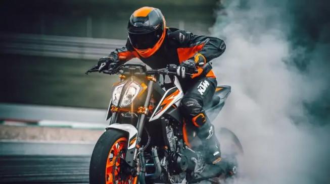 नई KTM RC390 भारत में जल्द होगी लॉन्च, डीलरशिप पर शुरू हुई बुकिंग