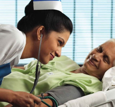 मरीजों की सेवा को दी प्राथमिकता - टाल दी अपनी शादी , जिला चिकित्सालय की 4 स्टाफ नर्सेस का सराहनीय कदम