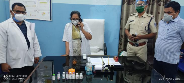 जब्त रेमेडिसिविर इंजेक्शन पुलिस ने आरकेएस को सौंपे - कोतवाली और देहात पुलिस ने जब्त किए थे आठ इंजेक्शन