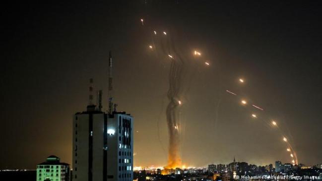 आतंकी संगठन हमास ने इजरायल पर दागे 1,600 रॉकेट, डोम डिफेंस सिस्टम ने किए ध्वस्त, देखें वीडियो