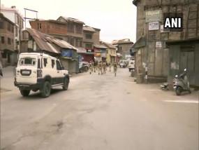 आतंकियों ने श्रीनगर के नवा बाजार इलाके में ग्रेनेड फेंका, दो सुरक्षाकर्मियों सहित तीन घायल