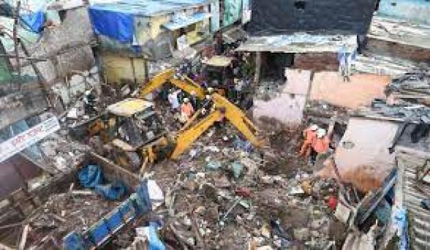 मुंबई में इमारत गिरने से 11 लोगों की मौत