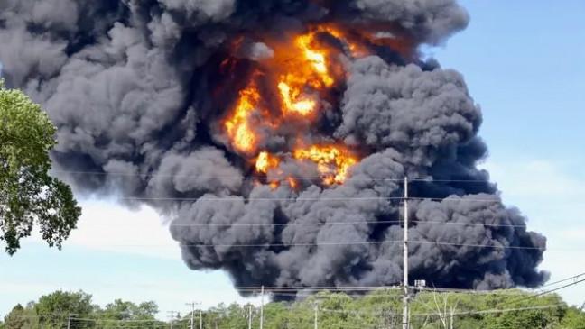 अमेरिका के रसायनिक संयंत्र में विस्फोट, अब तक 70 लोगों को बचाया गया