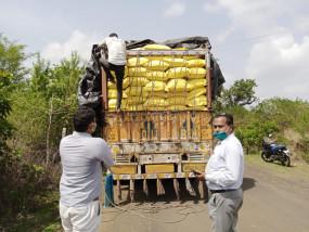 कृषि विभाग की टीम ने पकड़ा यूरिया से भरा ट्रक, 600 बोरी जब्त