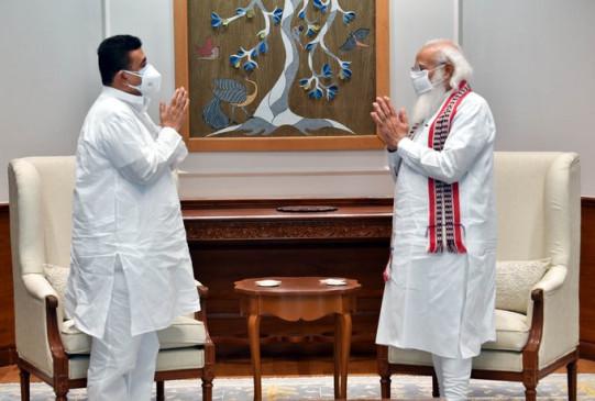 पश्चिम बंगाल के विधायक सुवेंदु अधिकारी ने पीएम मोदी से मुलाकात की, कहा- 45 मिनट तक चली बैठक में कई मुद्दों पर चर्चा हुई - bhaskarhindi.com