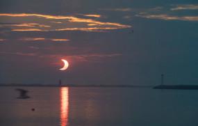 इस साल का पहला सूर्य ग्रहण खत्म, देखिए इसकी कुछ शानदार तस्वीरें