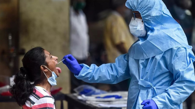 Covid-19 India: लगातार घट रही कोरोना संक्रमितों की संख्या, 24 घंटे में सामने आए 1.32 लाख नए मामले