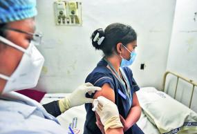 वैक्सीनेशन केन्द्रों पर उमड़ी युवाओं की भीड़, खास उत्साह