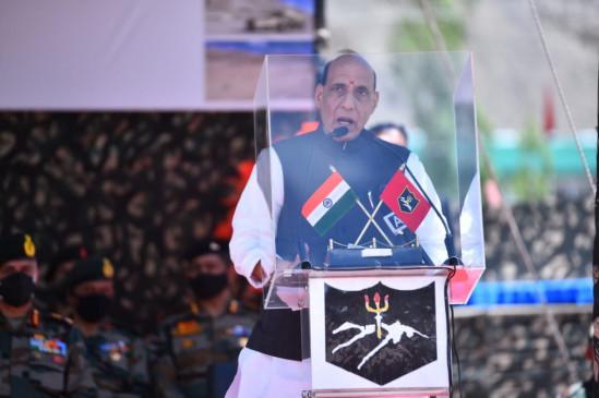 रक्षामंत्री के लद्दाख दौरे का दूसरा दिन, राजनाथ बोले- जिसने भी आंख दिखाने की कोशिश की उसको मुंह तोड़ जवाब दिया