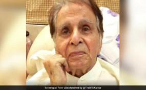 अभिनेता दिलीप कुमार के फेफड़ों में पानी भरा, पत्नी ने कहा- 2-3 दिनों में अस्पताल से छुट्टी मिल सकती है