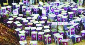 नकली स्टिकर लगाकर बेच रहे थे खाद्य तेल, छापा मारकर पुलिस ने किया पर्दाफाश