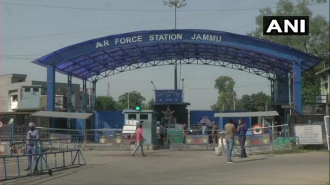 जम्मू एयरफोर्स के टेक्निकल एरिया में 5 मिनट के अंदर 2 धमाके, IAF के 2 जवान जख्मी