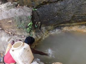 झिरिया का पानी, देशी खानपान से सेहतमंद है पातालकोट के आदिवासी - कोरोनाकाल में एक भी ग्रामीण सर्दी जुकाम या बुखार से पीडि़त नहीं