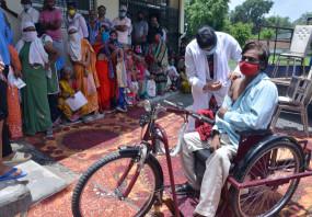 महाअभियान: दिव्यांगों और बुजुर्गों के साथ यूथ ने उत्साह से लगावाया सुरक्षा का टीका