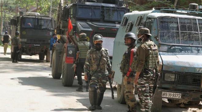 J&K: शोपियां जिले में सुरक्षाबलों ने लश्कर के एक आतंकी को ढेर किया, दूसरे का एके-56 राइफल के साथ सरेंडर