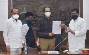 प्रस्तावित बुलेट ट्रेन मुंबई-औरंगाबाद-नांदेड़-हैदराबाद मार्ग से चलाई जाए, चव्हाण ने सीएम को सौंपा पत्र
