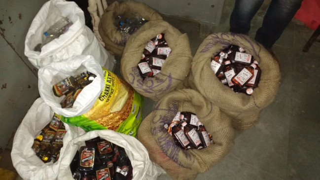 85 लाख रूपये कीमती शराब तथा परिवहन में प्रयुक्त ट्रक जब्त, दो आरोपी गिरफ्तार