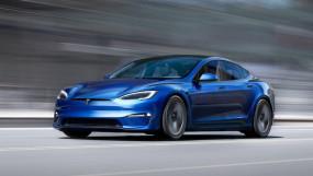 Tesla Model S Plaid: दुनिया की सबसे तेज रफ्तार कार की डिलीवरी शुरू, 2 सेकेंड में 100Kmph की स्पीड