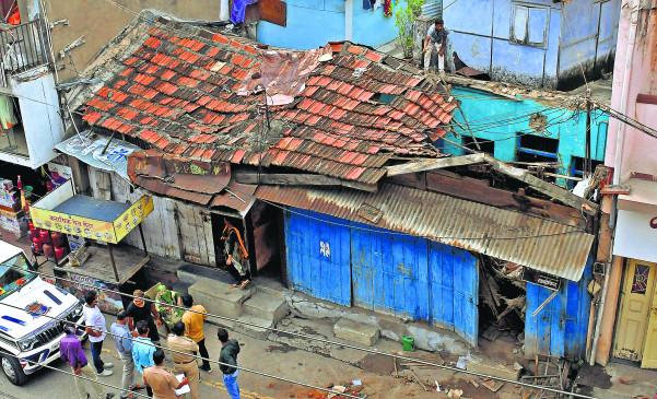 नागपुर के बर्डी एरिया में छत गिरी, वृद्धा बाल-बाल बची