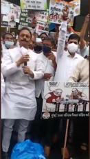 प्रदर्शन के दौरान कोविड नियमों का उल्लंघन, मुंबई कांग्रेस अध्यक्ष समेत 50 कार्यकर्ताओं के खिलाफ मामला दर्ज
