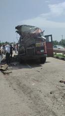 यवतमाल के पास ट्रक और बस की जबर्दस्त भिड़ंत में 15 यात्री घायल, 2 की हालत नाजुक