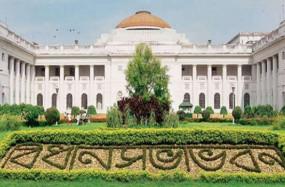 प. बंगाल विधानसभा सत्र के पहले दिन ही बड़ा बवाल, 5 मिनट भी अभिभाषण नहीं पढ़ सके राज्यपाल, कार्यवाही स्थगित