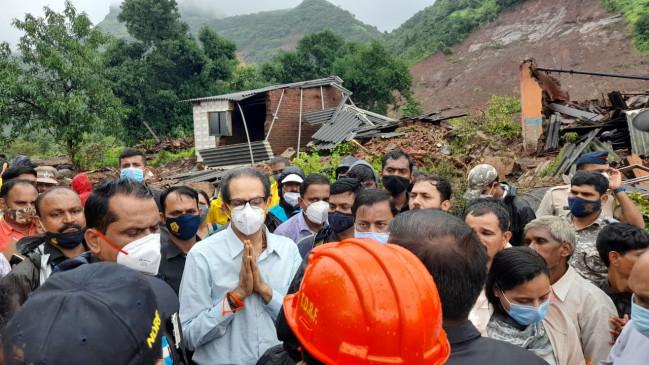 बाढ़ प्रभावितों का हाल जानने पहुंचे मुख्यमंत्री ठाकरे, कहा- खुद को संभालें, पूरी मदद करेंगे