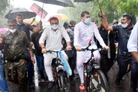 बारिश में निकली कांग्रेस की साइकिल रैली, महंगाई को लेकर केन्द्र का जोरदार विरोध नागपुर से शुरु
