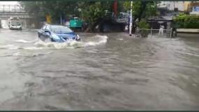 भारी बरसात के कारण फिर पानी-पानी मुंबई, जनजीवन हुआ अस्तव्यस्त