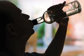 क्लब में पिलाई जा रही थी शराब, आबकारी विभाग की टीम ने मारा छापा, परिसर सील