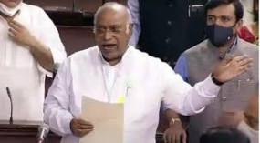 मल्लिकार्जुन खड़गे की दोटूक- पेगासस मसले पर चर्चा हो और मोदी की मौजूदगी में गृह मंत्री दें जवाब